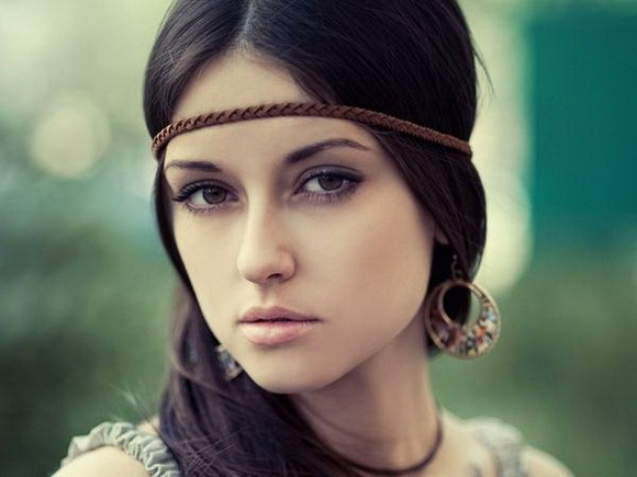 brunettes-women-brown-eyes-faces-pale-skin
