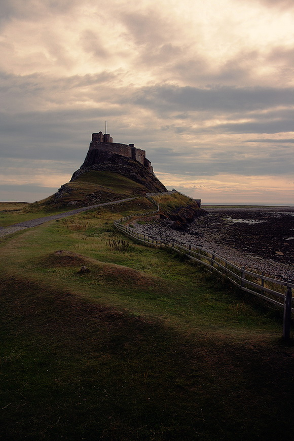 lindisfarne_castle_by_smiling_demon