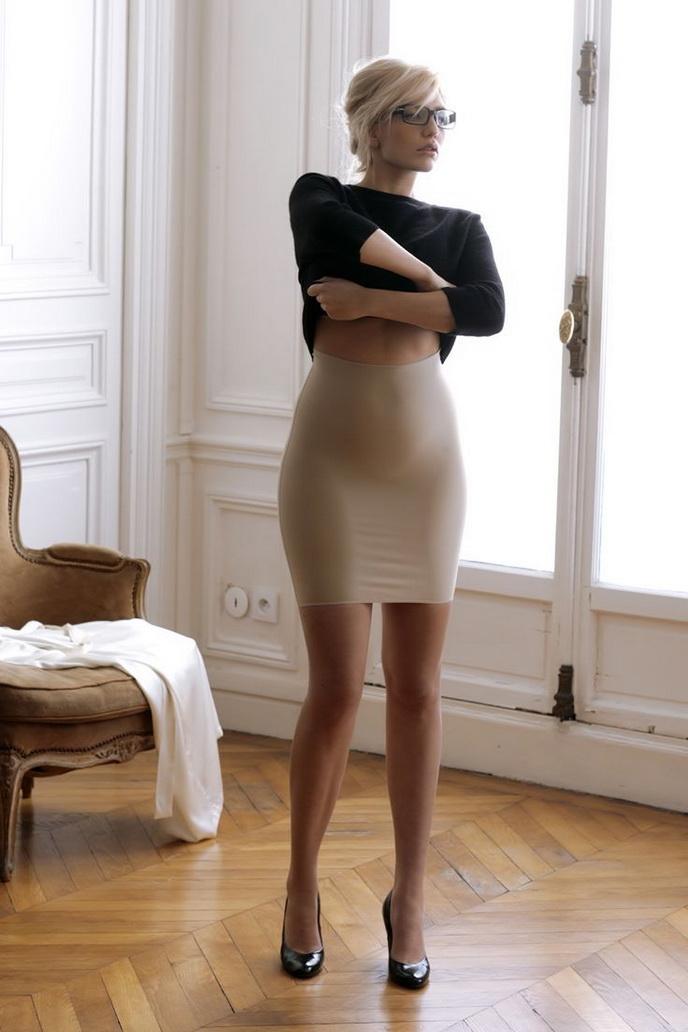 короткий халатик плотно облегал ее фигуру доктор подошла порнорассказы